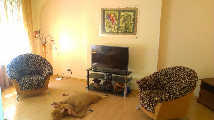 Двухкомнатная квартирапосуточно в Одессе. Приморский район, ул. Нежинская, 49. Фото 1