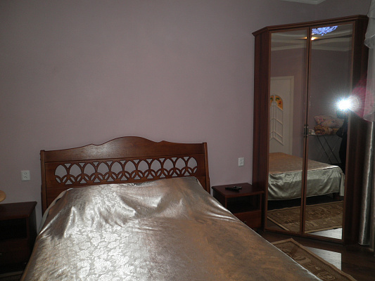 Однокомнатная квартирапосуточно в Алуште. ул. Карла Маркса, 15. Фото 1