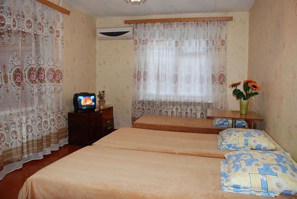Двухкомнатная квартирапосуточно в Бердянске, пр. Победы, 8. Фото 1