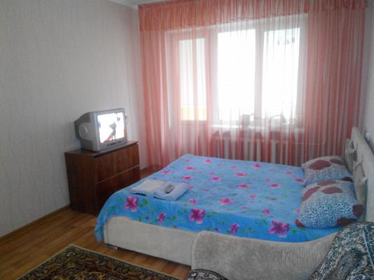 Однокомнатная квартирапосуточно в Симферополе. Центральный район, ул. Дружбы, 62. Фото 1