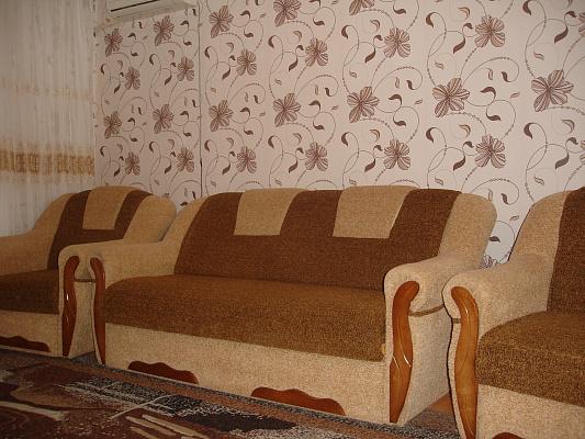 Двухкомнатная квартирапосуточно в Затоке, ул. Зарипова, 3. Фото 1