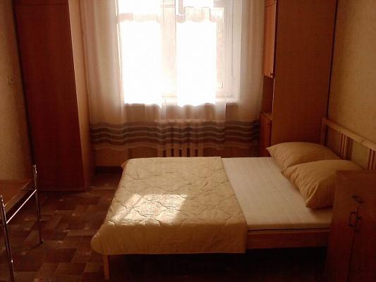 Двухкомнатная квартирапосуточно в Мариуполе, Центральный район, ул. Строителей , 80. Фото 1