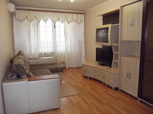 Трехкомнатная квартирапосуточно в Харькове. ул. Блюхера, 21-Б. Фото 1