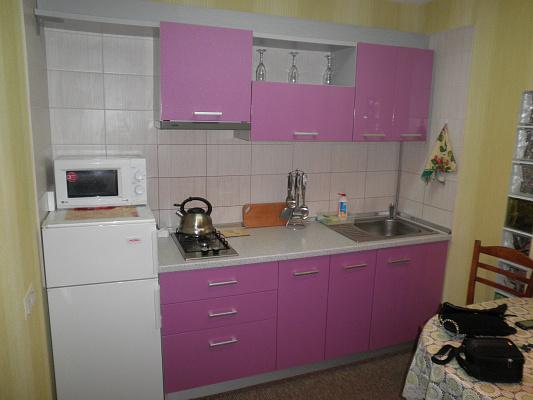 Однокомнатная квартирапосуточно в Алуште, ул. Платановая, 1