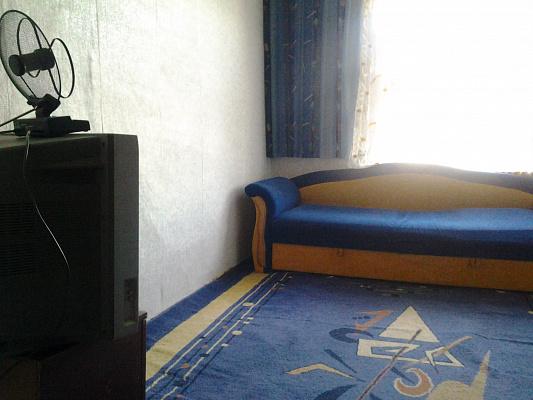 Однокомнатная квартирапосуточно в Чернигове. Деснянский район, пр-т Мира, 21. Фото 1