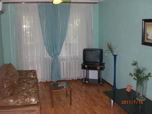 Двухкомнатная квартирапосуточно в Донецке. Ворошиловский район, пр-т Челюскинцев, 140. Фото 1