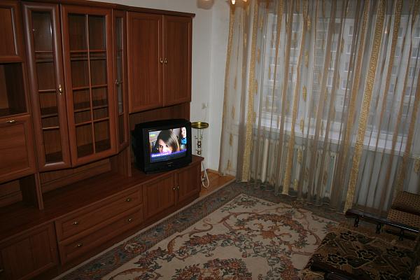 Двухкомнатная квартирапосуточно в Луцке. ул. Воинов Интернационалистов, 2. Фото 1