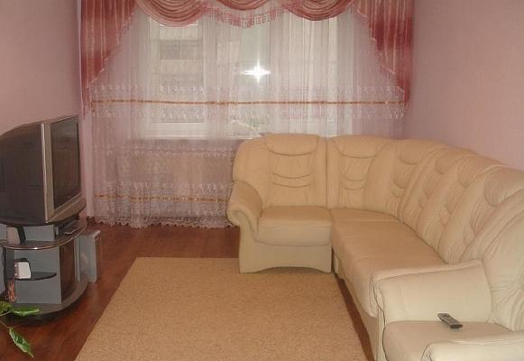 Двухкомнатная квартирапосуточно в Луцке, ул. Конякина, 9а. Фото 1