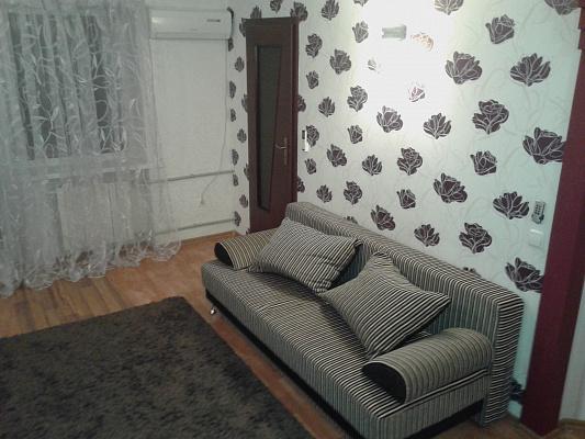 Однокомнатная квартирапосуточно в Донецке, Ворошиловский район, ул. Челюскинцев, 198. Фото 1