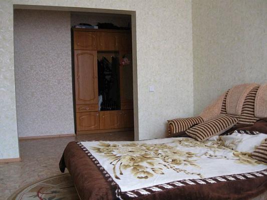Двухкомнатная квартирапосуточно в Евпатории. ул. Мая, 9. Фото 1