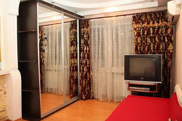 1-комнатная квартира посуточно в Донецке. Ворошиловский район, ул. Университетская, 7. Фото 1