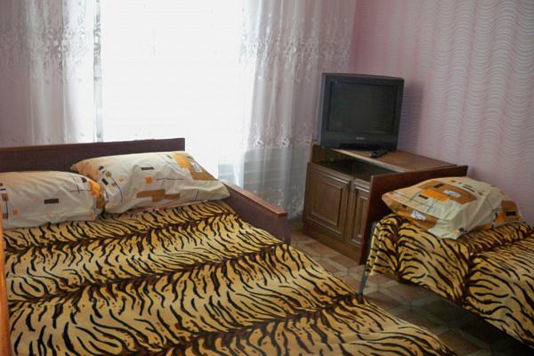Однокомнатная квартирапосуточно в Бердянске. ул.Петровского , 58. Фото 1