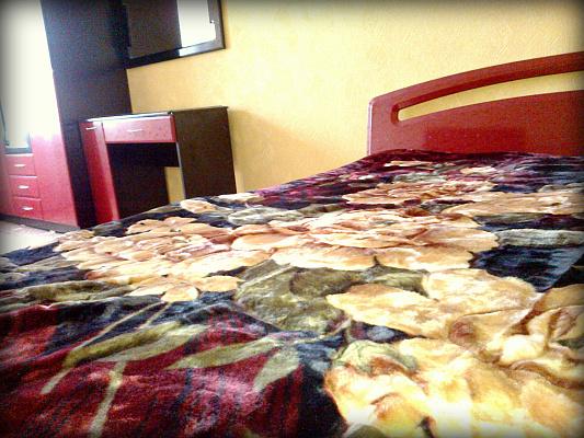 Двухкомнатная квартирапосуточно в Сумах. Ковпаковский район, ул. Рабочая, 84. Фото 1