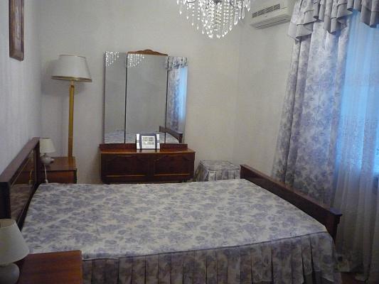 Двухкомнатная квартирапосуточно в Алуште, ул. Ленина, 41