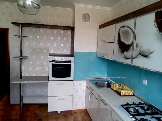 Двухкомнатная квартирапосуточно в Севастополе. Гагаринский район, ул. Маршала Крылова, 10. Фото 1