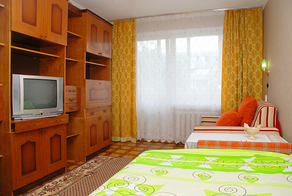 Однокомнатная квартирапосуточно в Киеве, Святошинский район, ул. Якуба Коласа, 9. Фото 1