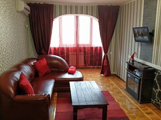 Двухкомнатная квартирапосуточно в Симферополе, Киевский район, ул. Киевская, 127. Фото 1