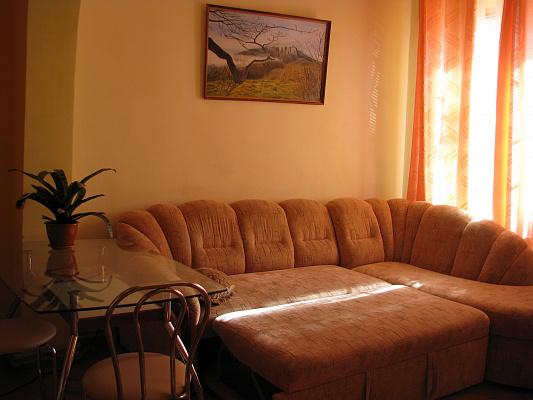 Двухкомнатная квартирапосуточно в Евпатории. ул. Тучина, 7. Фото 1