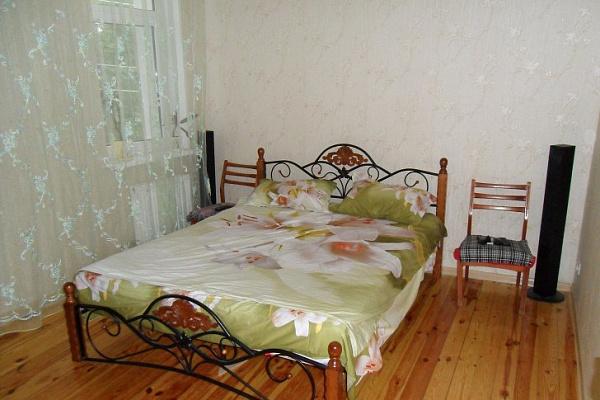 Двухкомнатная квартирапосуточно в Евпатории. ул. 13-го Ноября, 24. Фото 1