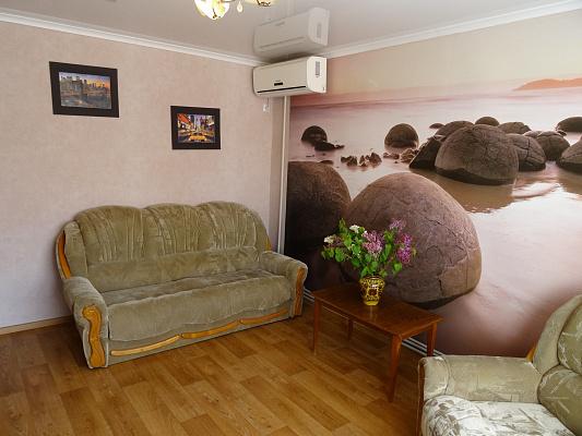 Двухкомнатная квартирапосуточно в Севастополе. Гагаринский район, ул. Адмирала Фадеева, 21. Фото 1