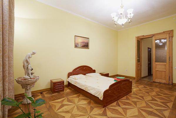 Двухкомнатная квартирапосуточно в Львове. Галицкий район, ул. Лисенка , 4. Фото 1