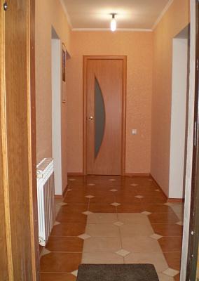 Двухкомнатная квартирапосуточно в Симферополе. Киевский район, ул. Зои Жильцовой,. Фото 1