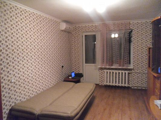Двухкомнатная квартирапосуточно в Симферополе. Железнодорожный район, ул. Семашко, 5. Фото 1