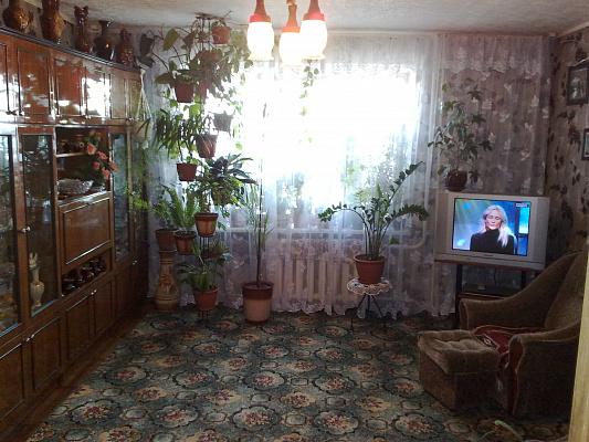 Трехкомнатная квартирапосуточно в Бердянске. ул Карла Маркса, 17. Фото 1