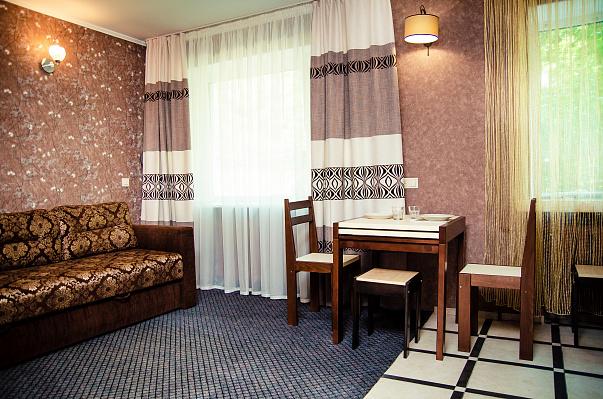 2-комнатная квартира посуточно в Чернигове. ул. Серёжникова, 5. Фото 1
