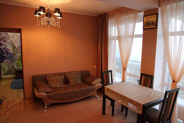 Трехкомнатная квартирапосуточно в Алуште, с. Лавровое, ул. Фрунзенская, 2а