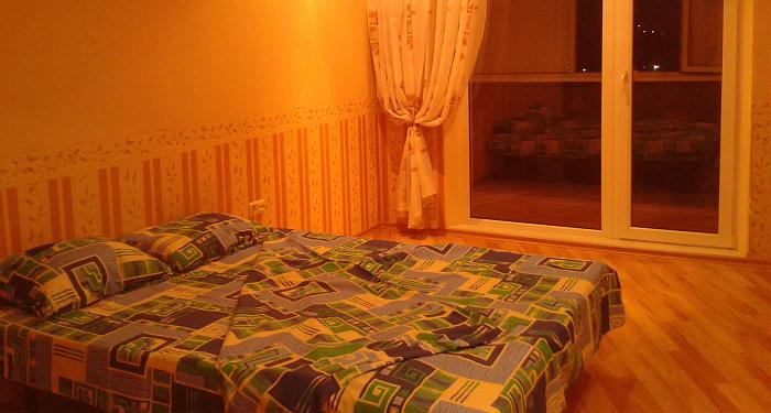 Трехкомнатная квартирапосуточно в Харькове, Киевский район, ул. Блюхера, 3. Фото 1