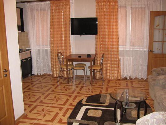 Двухкомнатная квартирапосуточно в Ильичёвске (Черноморске). ул. Парковая, 18. Фото 1