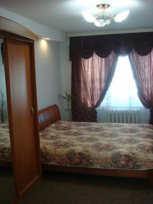 2-комнатная квартира посуточно в Киеве. Днепровский район, б-р Верховного Совета, 14-б. Фото 1