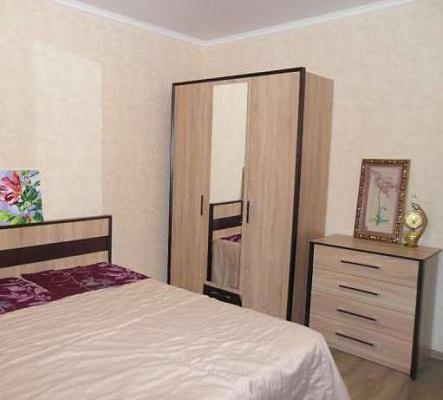 Двухкомнатная квартирапосуточно в Ровно. ул. Виденская, 5в. Фото 1