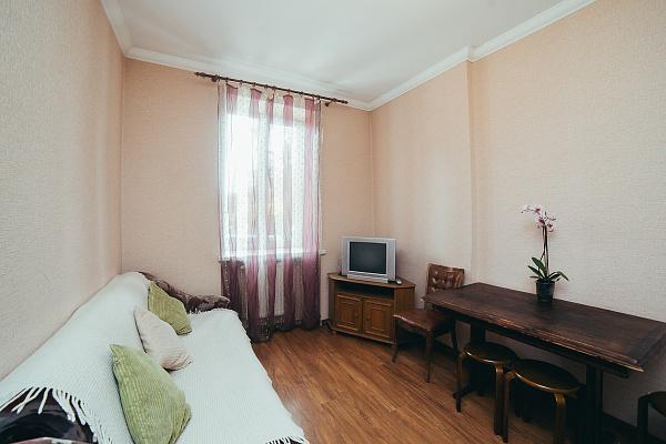 Двухкомнатная квартирапосуточно в Львове. ул. Торговая, 15. Фото 1