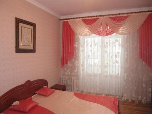 Двухкомнатная квартирапосуточно в Черкассах, ул. Крещатик, 188. Фото 1