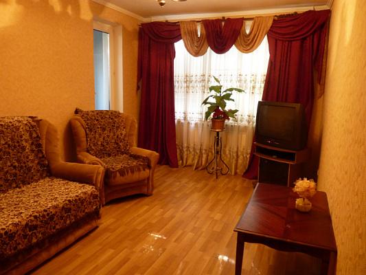 Трехкомнатная квартирапосуточно в Николаеве, Центральный район, ул. Комсомольская, 43. Фото 1