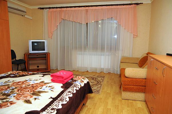 Однокомнатная квартирапосуточно в Донецке. Калининский район, пр-т Ильича, 32. Фото 1