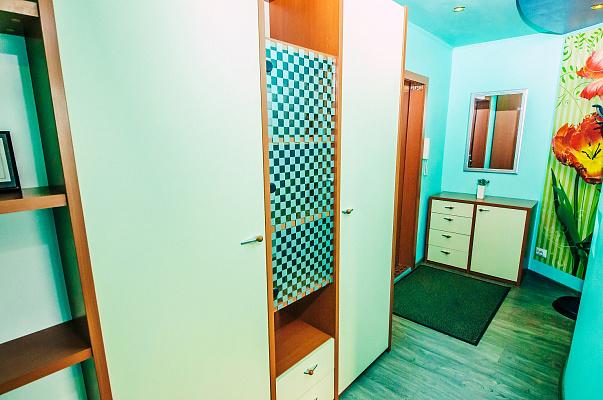 Однокомнатная квартирапосуточно в Донецке, Ворошиловский район, пл. Конституции, 5