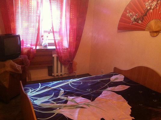 2-комнатная квартира посуточно в Чернигове. ул. Земская, 70. Фото 1