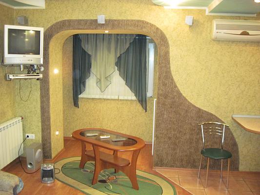 Двухкомнатная квартирапосуточно в Запорожье. Орджоникидзевский район, гагарина, 12. Фото 1