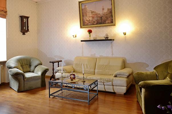 Трехкомнатная квартирапосуточно в Львове. Галицкий район, пл. Катедральная, 6. Фото 1