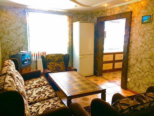 Трехкомнатная квартирапосуточно в Черкассах, ул. Благовестная, 330. Фото 1