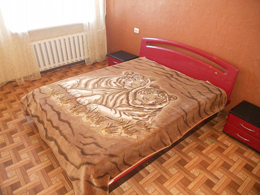 Двухкомнатная квартирапосуточно в Ильичёвске (Черноморске). ул. 1 Мая, 2. Фото 1