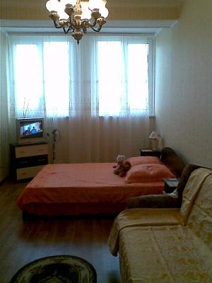 Однокомнатная квартирапосуточно в Севастополе. Гагаринский район, б-р. Античный, 70. Фото 1