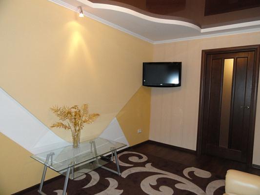 Трехкомнатная квартирапосуточно в Никополе. ул. Станиславского, 38. Фото 1