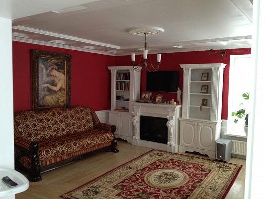 Трехкомнатная квартирапосуточно в Ивано-Франковске. ул. Карпатской Сечи, 8. Фото 1