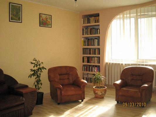 Трехкомнатная квартирапосуточно в Киеве, Дарницкий район, Гришка, 9. Фото 1