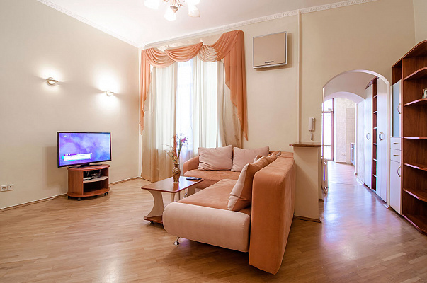 2-комнатная квартира посуточно в Киеве. Печерский район, ул. Шота Руставели, 33. Фото 1