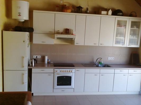 Двухкомнатная квартирапосуточно в Ильичёвске (Черноморске), 6-я линия, 62. Фото 1